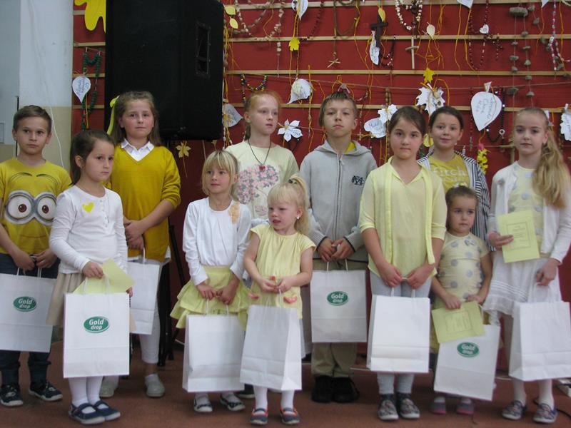 f087918d69 W naszej szkole odbył się Dzień Papieski przygotowany przez Szkolne Koło  Caritas. Zwrócono uwagę na to